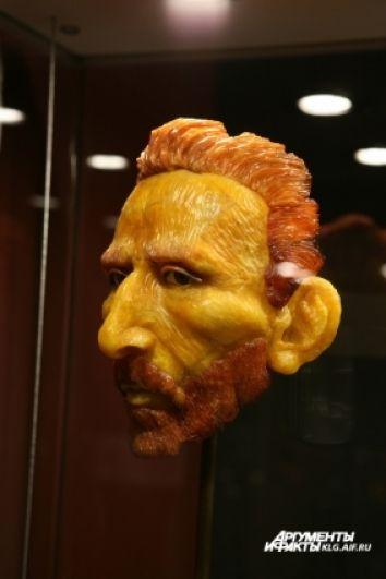 Скульптурный портрет Сальвадора Дали.