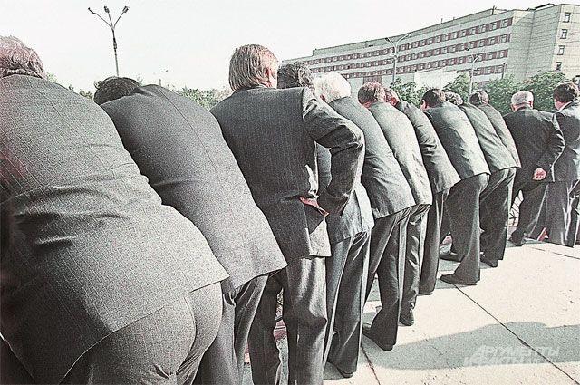 чиновники и бюрократы