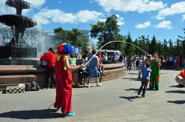 В парке им. Дзержинского организовано народное гуляние.
