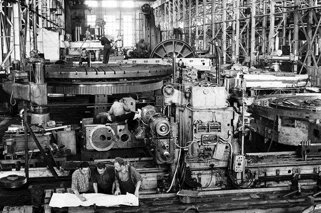 Сборочный цех Коломенского завода тяжёлых станков, 1959 г. Завод выпускал до 200 тяжёлых металлообрабатывающих станков и 20 мощных прессов в год.