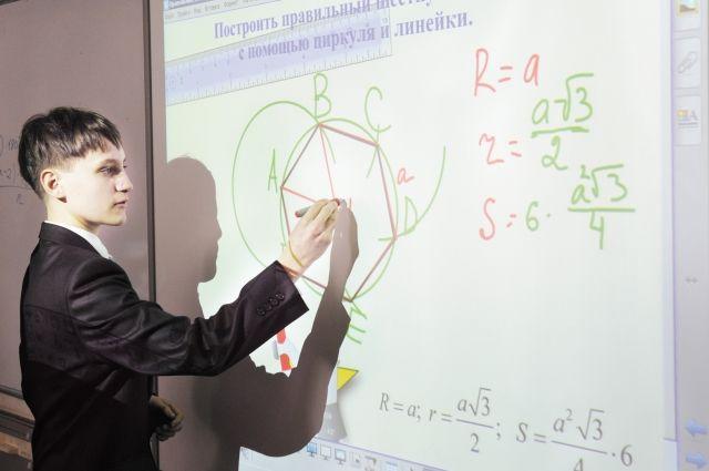 В добрянской школе № 3 - несколько компьютерных классов. Почти во всех аудиториях есть интерактивные доски.