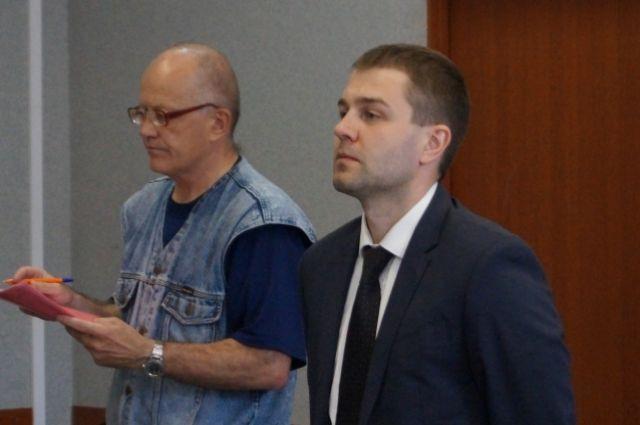В суд Иван Овчинников принёс вещи - на случай, если судья приговорит его к реальному сроку. Но наказание оказалось условным.
