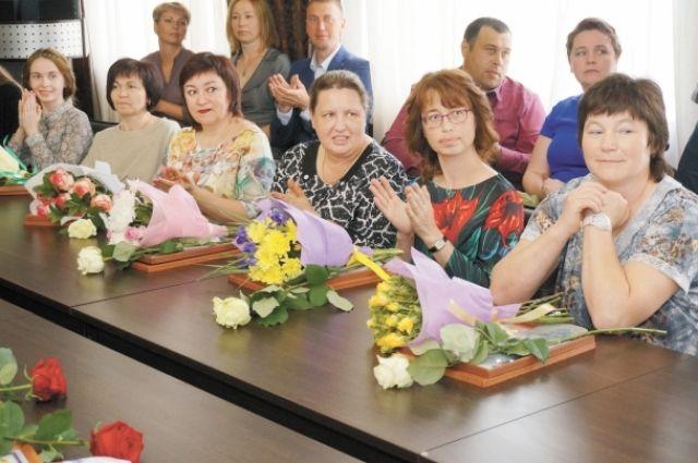 Педагоги Добрянского района получили благодарственные грамоты.