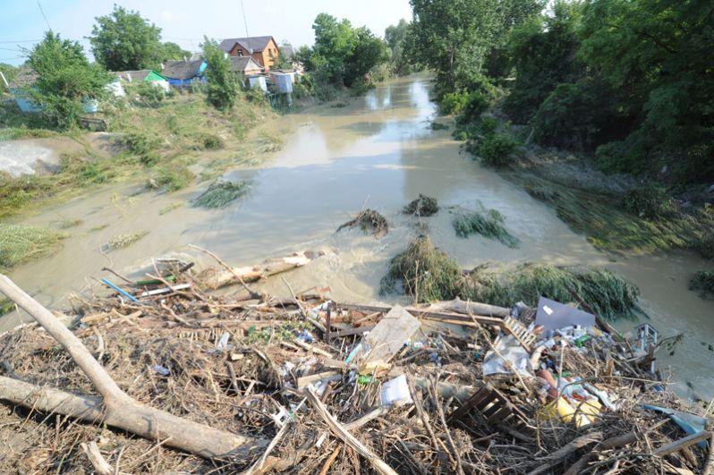 Одна из улиц пострадавшего от наводнения города Крымск в Краснодарском крае.