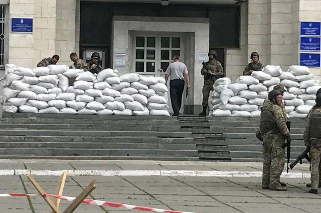 Укрепленные позиции возле входа в Дарницкий райсовет