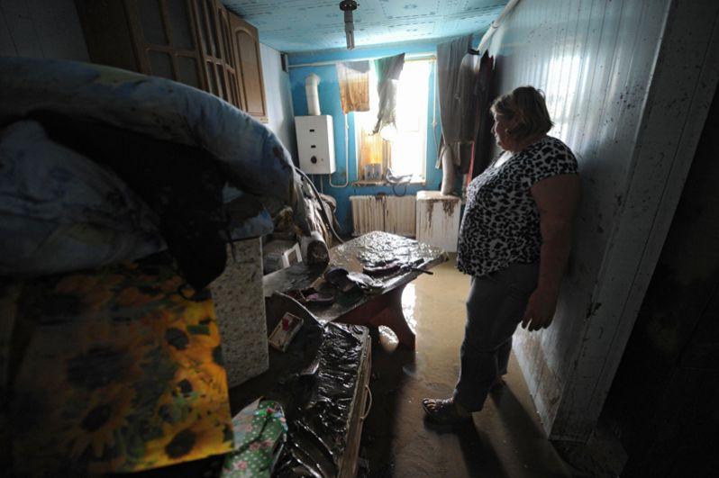 Наводнение в Крымске стало трагедией всероссийского масштаба. На помощь жителям города из других регионов страны приехали 15 тысяч добровольцев.