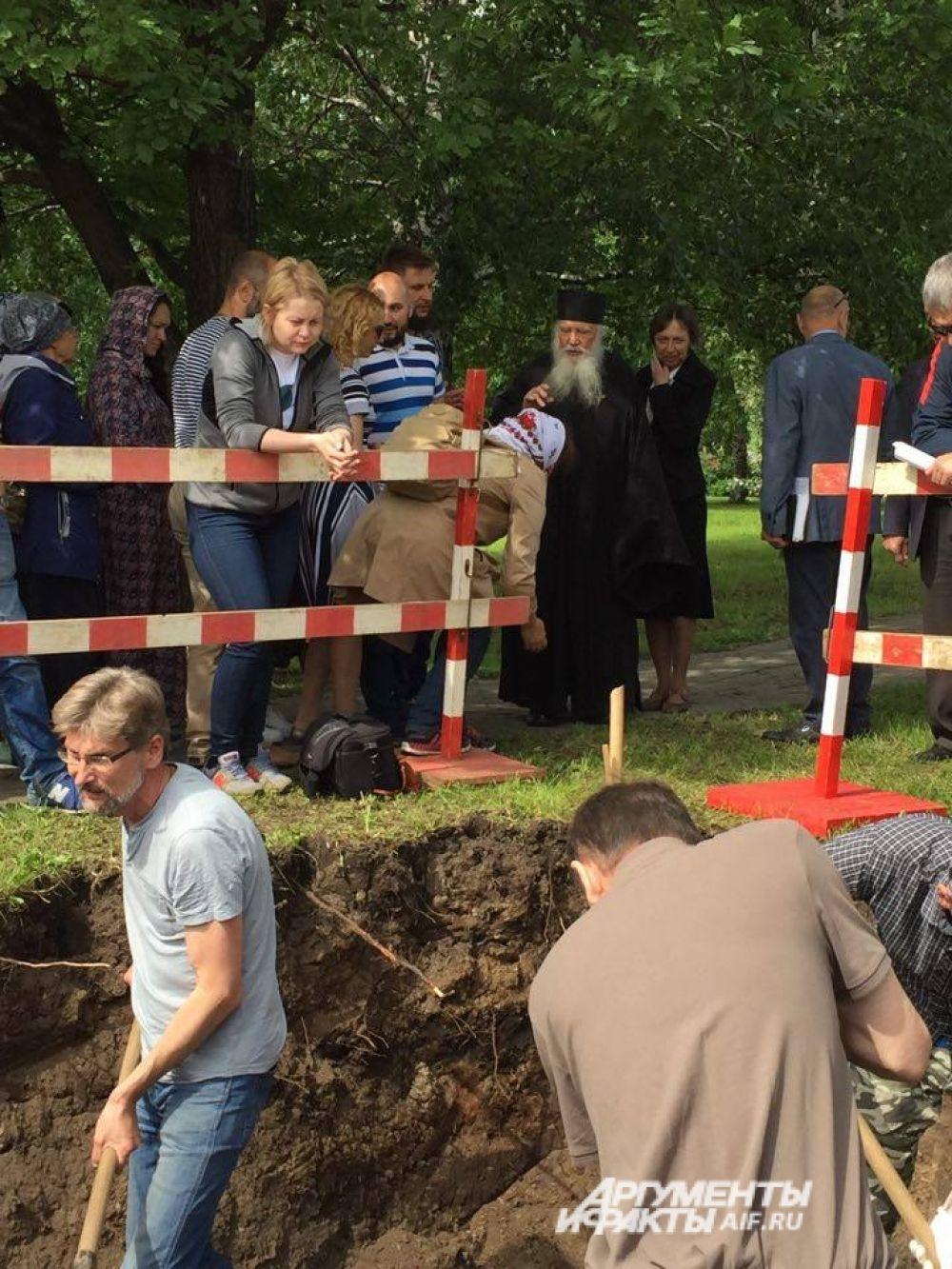 На месте раскопок провели молебен.