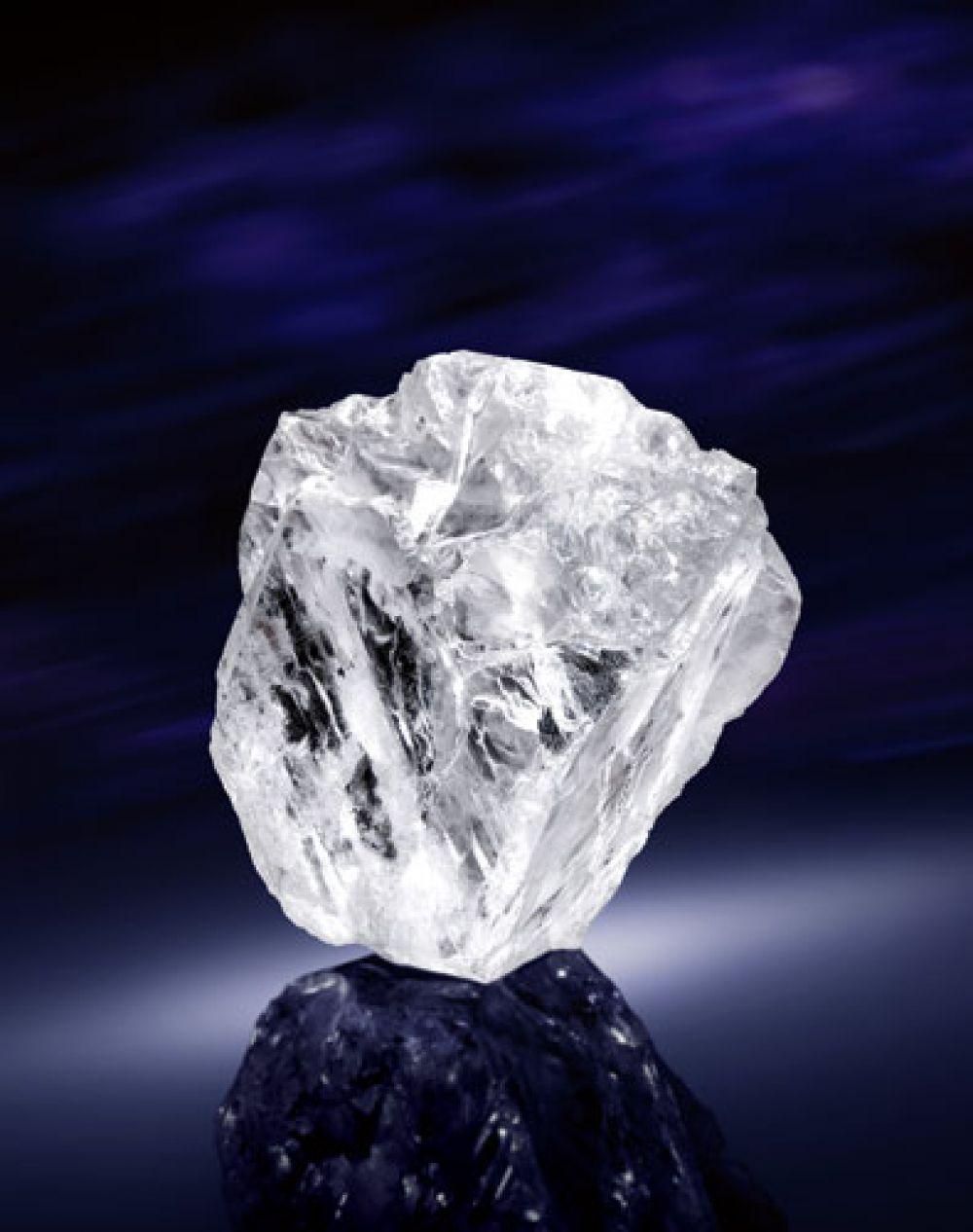 Самый большой из существующих в мире природных алмазов ювелирного качества был найден в Ботсване в 2015 году. Его вес — 1109 карат. Уникальный алмаз размером с теннисный мячик носит название Lesedi la Rona, что в переводе означает «Наш свет». Второй по величине в мире алмаз был найден на африканском прииске канадской компании Lucara Diamond Corporation.