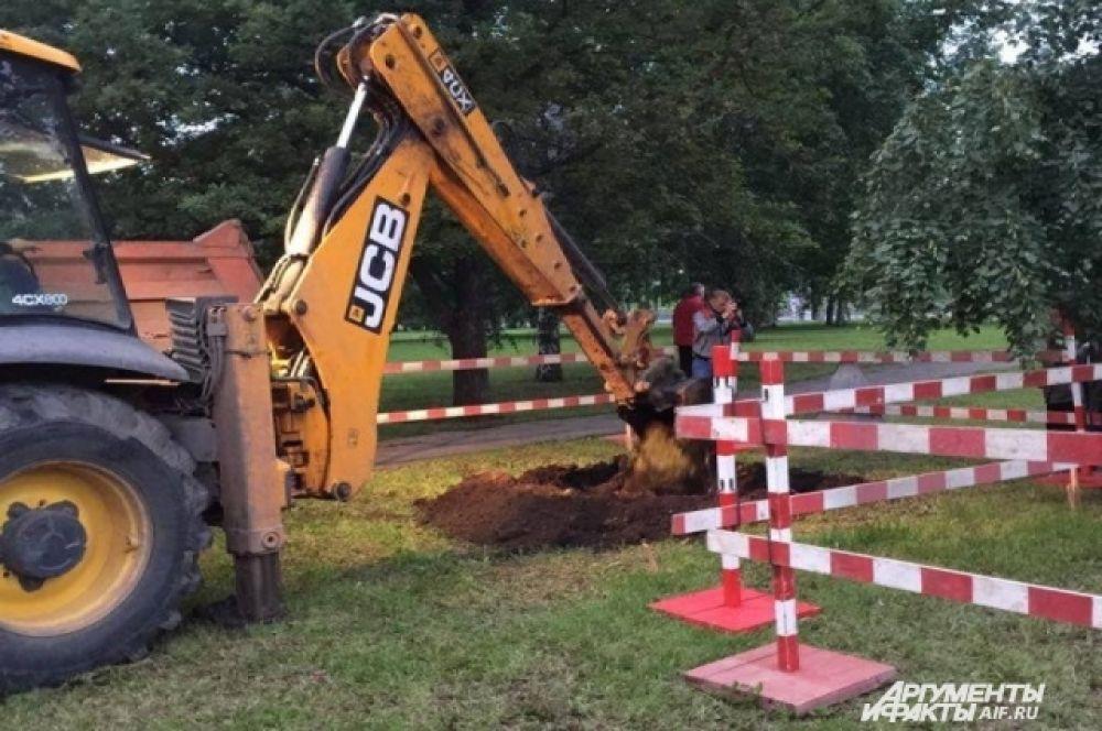 Раскопки ведутся на площади 2 на 4 метра.