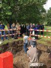 Весь день к месту раскопок подходили заинтересованные прохожие.