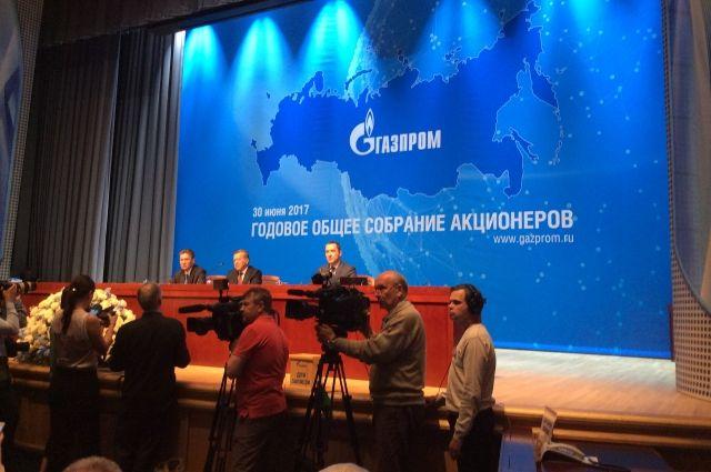 На пресс-конференцию ежегодно съезжаются сотни журналистов.