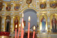 Иконы и утварь пострадавшего от пожара храма удалось спасти.
