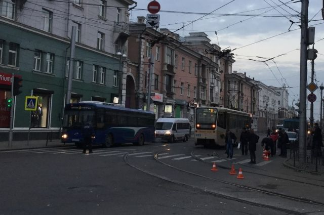 ДТП с трамваем произошло в центре Иркутска.