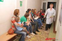 В больнице врач должен принимать вне зависисмости от прописки.