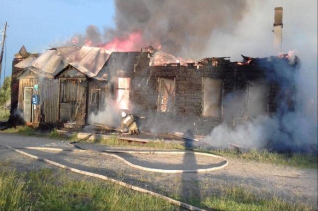 В посёлке Цепёл Красновишерского района по улице Первомайская сгорел поселковый клуб.