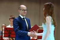 В этом году десять выпускников получили дипломы из рук Александра Бречалова.