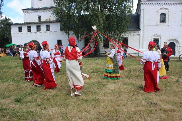 Участниками концертной программы ярмарки станут фольклорные коллективы Республики Мордовия, Пензенской, Ульяновской, Самарской, Саратовской областей.