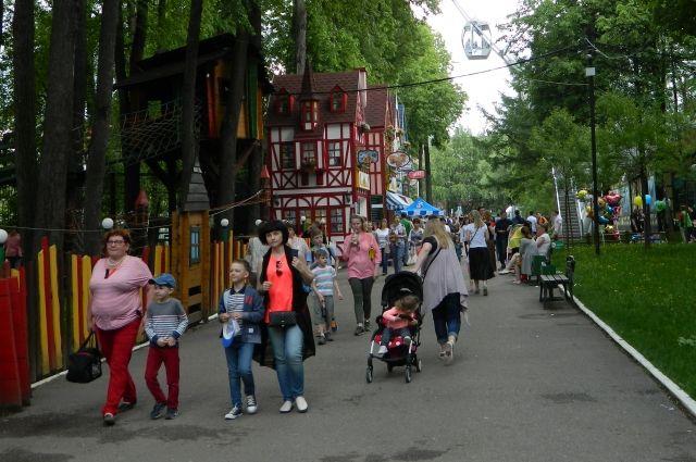 Парк им. Горького – одно из любимых мест отдыха и взрослых, и детей.