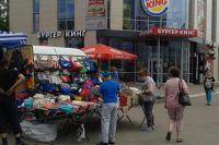 Лотки с ширпотребом раскинулись в самом центре Челябинска.