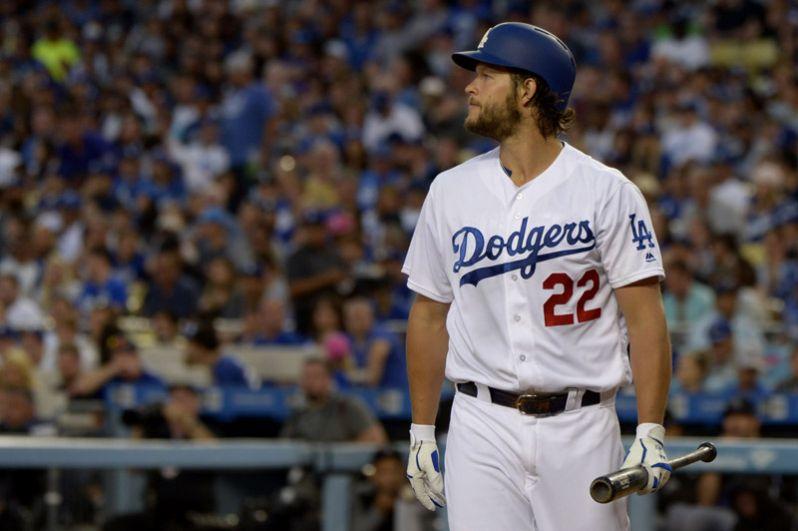 8 место. Клэйтон Кершоу (США, бейсбол) — 215 миллионов за 7 лет.