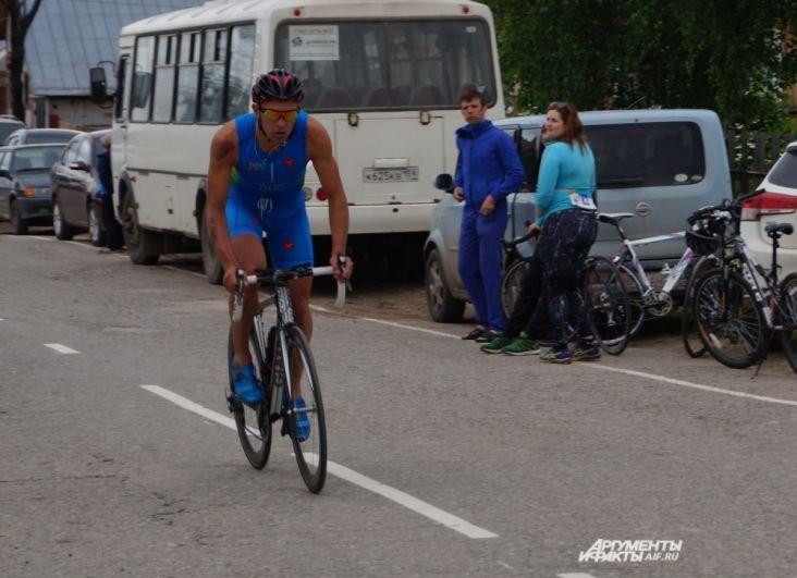 Несколько км на велосипеде и без остановки - следующие состязания.