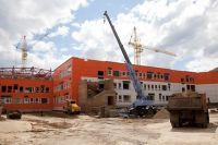 Школа в мкр. Иннокентьевский уже в стадии завершения строительства.