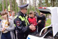 Дети показали сотрудникам ГАИ свои знания Правил дорожного движения.