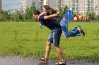 Для кого-то любовь без обязательств - свобода, для кого-то - мука и неопределённость.