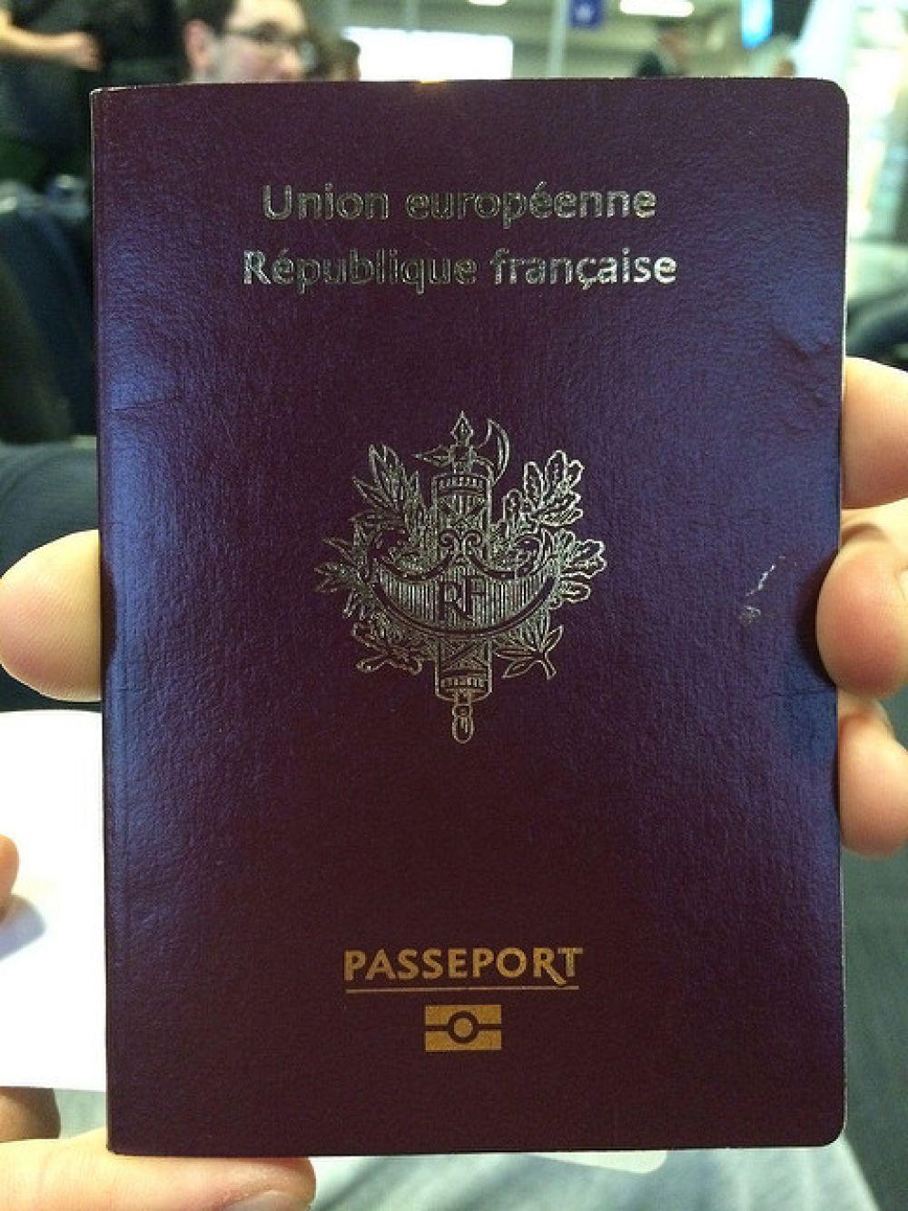 Французский паспорт.