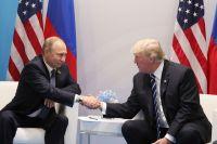 Президент РФ Владимир Путин и президент США Дональд Трамп во время встречи на полях саммита лидеров G20 в Гамбурге.