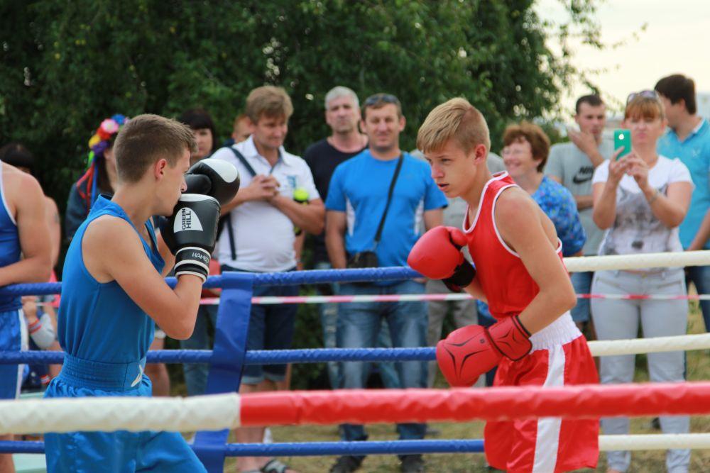 Прошли спортивные соревнования по смешанным единоборствам и боксу. Били по настоящему!