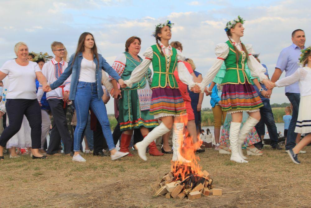 Купальский костёр (купала) — ритуальный огонь, непременный атрибут встречи летнего праздника Ивана Купалы, является центром гуляний. Считалось, что костёр выполняет очищающую функцию.