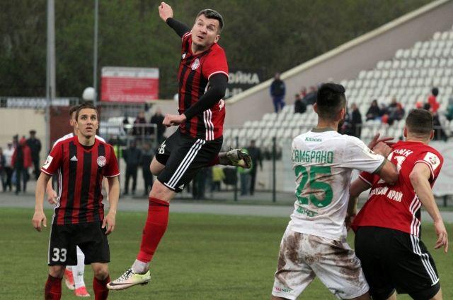 За три сезона в пермском клубе Бранко Йовичич (крайний слева) полюбился местным болельщикам.