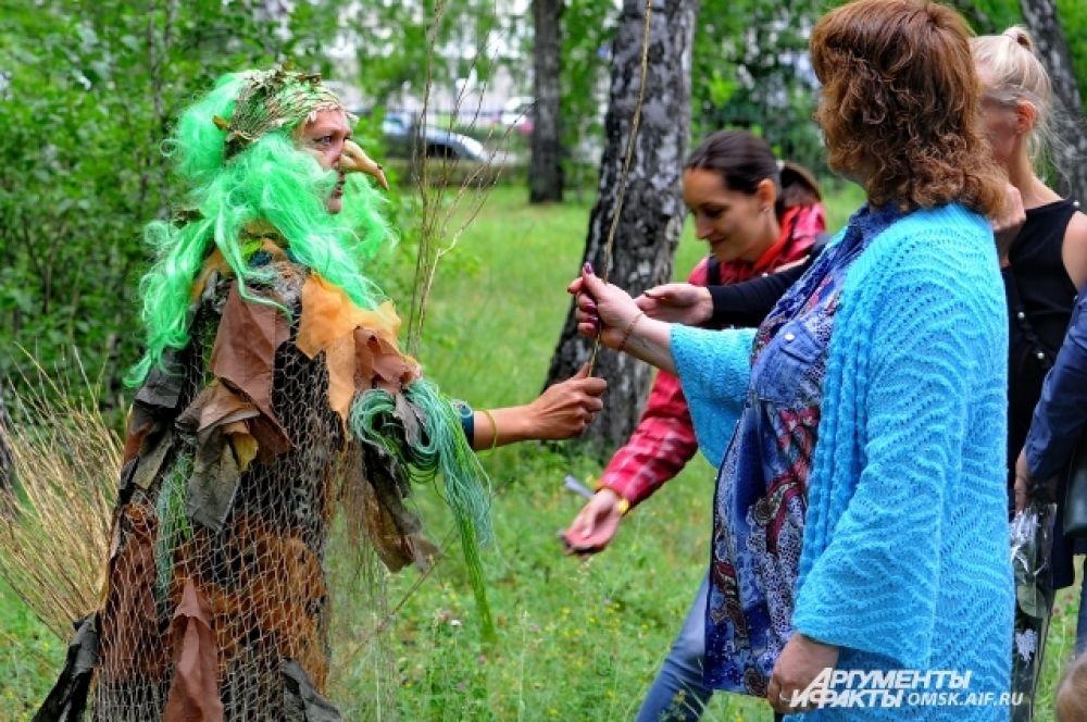 Сказочные персонажи будто впрямь из волшебного леса прибыли.