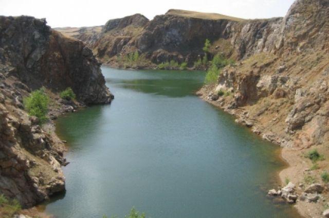 В Кваркенском районе пожилой орчанин сорвался со скалы во время рыбалки.
