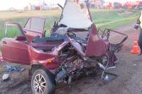 На трассе Казань-Оренбург столкнулись «ВАЗ» и грузовик, погибли двое