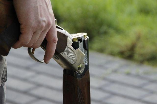 Подростки нашли пневматическую винтовку.