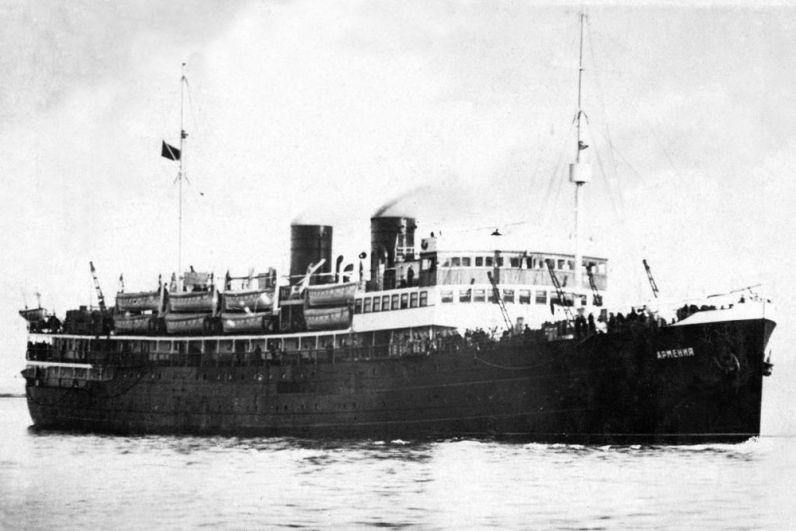 7 ноября 1941 году грузопассажирское судно «Армения» совершало переход из Севастополя в Туапсе. На борту находились раненые, почти весь медицинский персонал Черноморского флота. И хотя капитану запрещалось совершать переход в светлое время суток, выбора не оставалось. В 11 часов утра «Армению» атаковала немецкая торпеда, судно затонуло менее чем за 5 минут. Погибли от 4000 до 7500 человек, спаслись 8 человек.