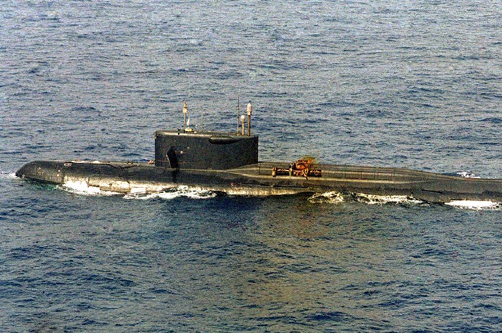 В октябре 1986 года в Атлантическом океане на глубине 5000 метров затонула атомная подлодка К-219 с баллистическими ракетами на борту. По одной из версий произошло ее столкновение с американской подводной лодкой. По официальной версии – 3 октября произошел взрыв баллистической ракеты в одной из шахт, через три дня лодка затонула, большую часть экипажа смогли спасти, погибли 4 человека.