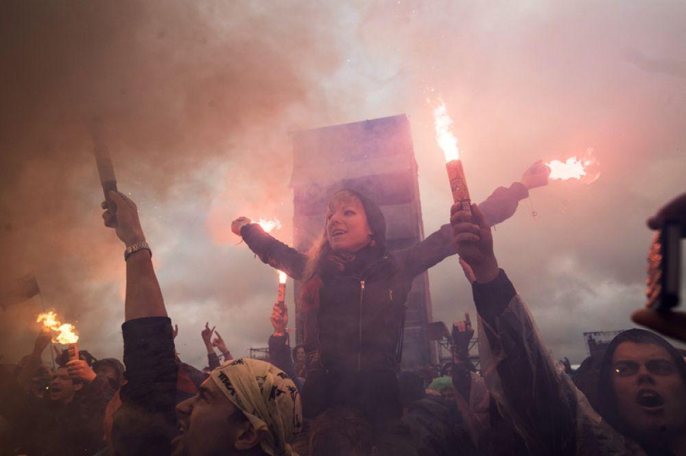 Зрители на музыкальном фестивале «Нашествие 2017» в поселке Большое Завидово в Тверской области.