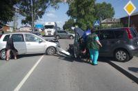 Трое взрослых и ребенок пострадали в ДТП из-за автоледи под Светлым.
