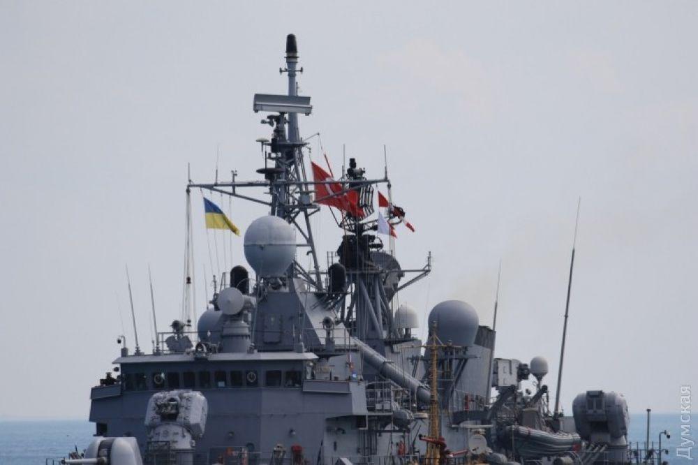 При этом с украинской стороны в мероприятиях Си Бриз, кроме Военно-морских сил Вооруженных сил Украины, примут участие подразделения Национальной гвардии, Государственной пограничной службы, Сухопутных и Воздушных сил Украины, а также Инженерные войска