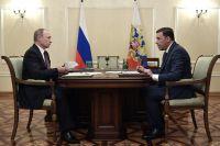 Президент РФ Владимир Путин и временно исполняющий обязанности губернатора Свердловской области Евгений Куйвашев во время встречи.