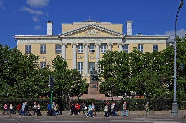 Конкурс нажурфак МГУ стал рекордным запоследние 25 лет