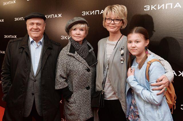 Владимир Меньшов, Вера Алентова, Юлия Меньшова с дочерью Таисией.
