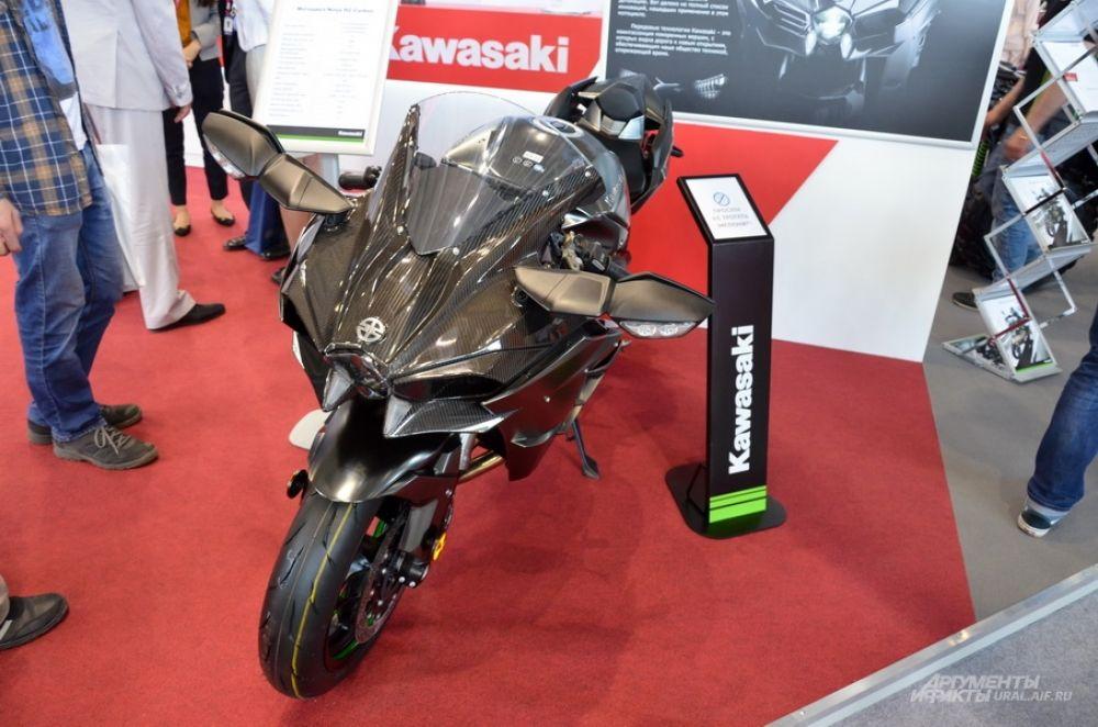 Стенд Kawasaki.