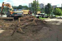 Для перекладки труб необходимо полностью вскрывать дорожное полотно, а также демонтировать участок трамвайных путей.