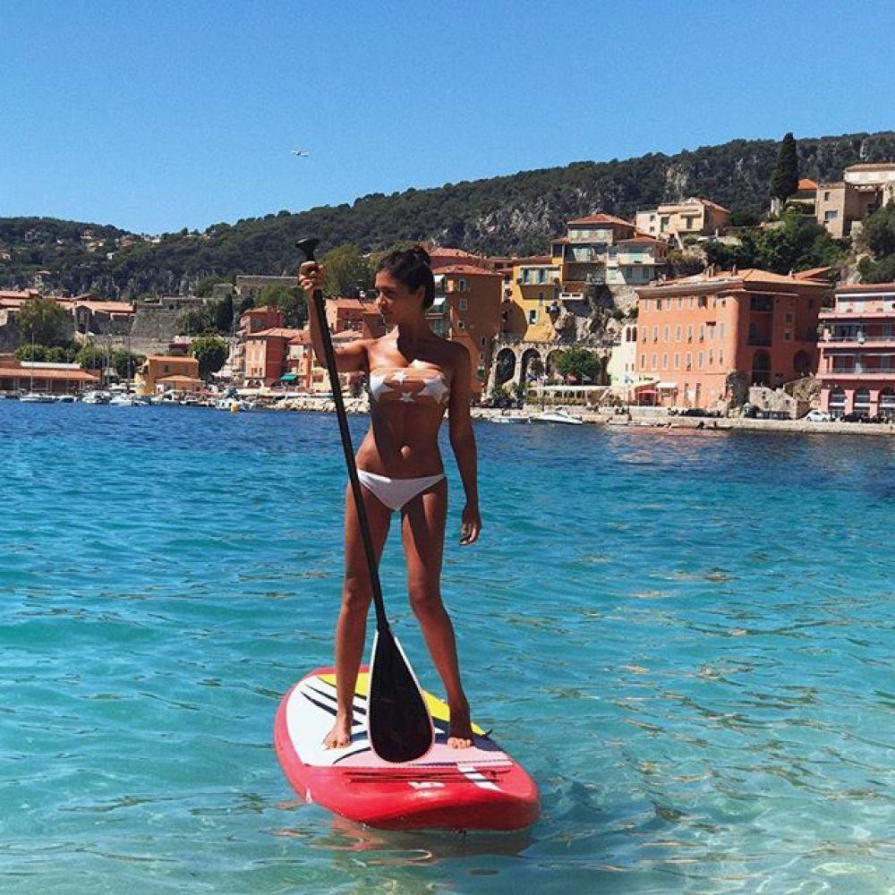 Санта Димопулос поделилась снимками с отдыха во Франции