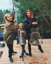 А вот Седокова с детьми в первые дни отпуска отправилась на на пляж, а на рыбалку