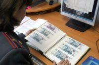 Четверо граждан Киргизской республики, проживая в Екатеринбурге, договорились сбывать 5000 купюры банковских билетов ЦБ РФ образца 1997г. на территории Западной-Сибири